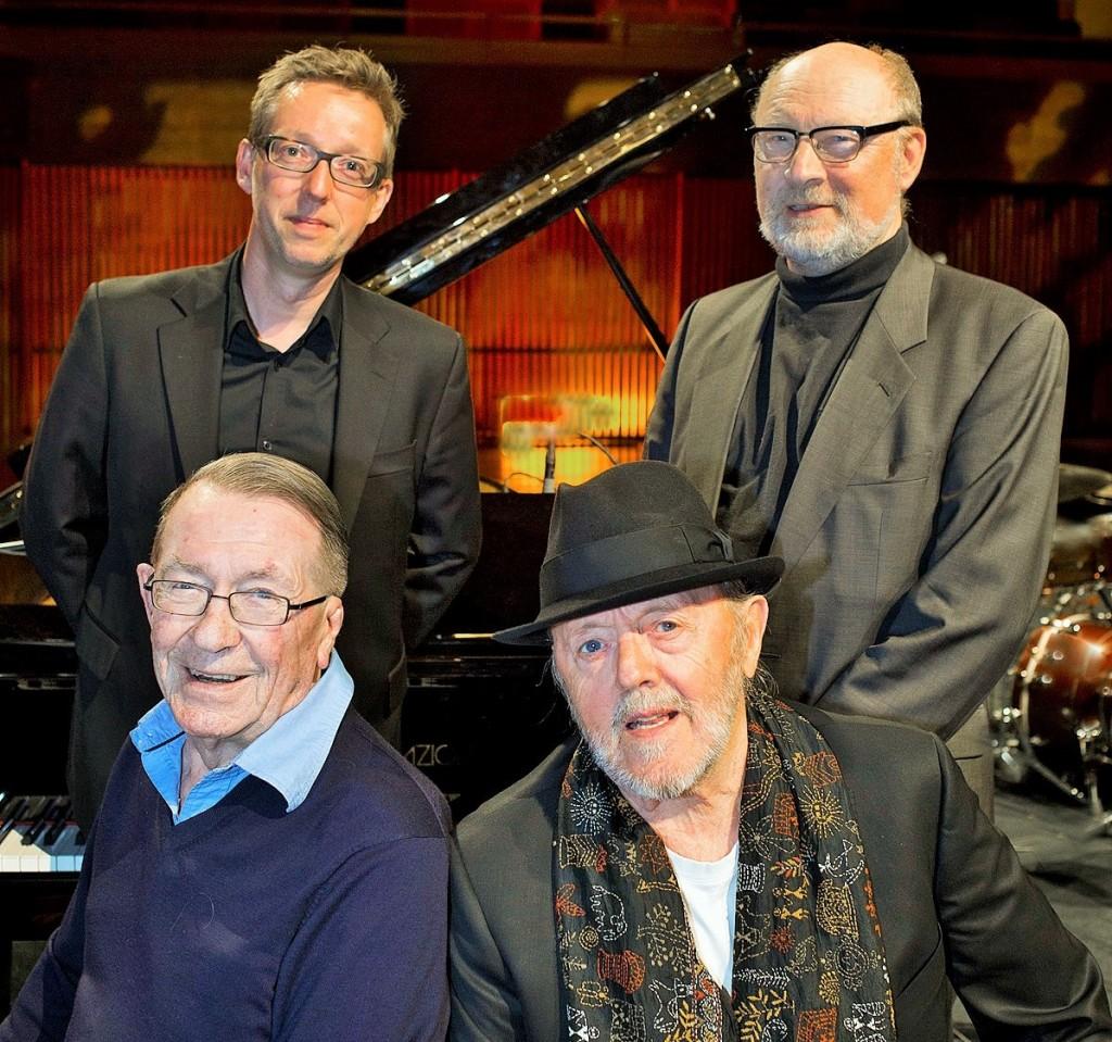Sammen med Morten Lund Janitshar og Jens Jefsen Bassist, i Dr Koncertsal søndag den 10 maj 2015